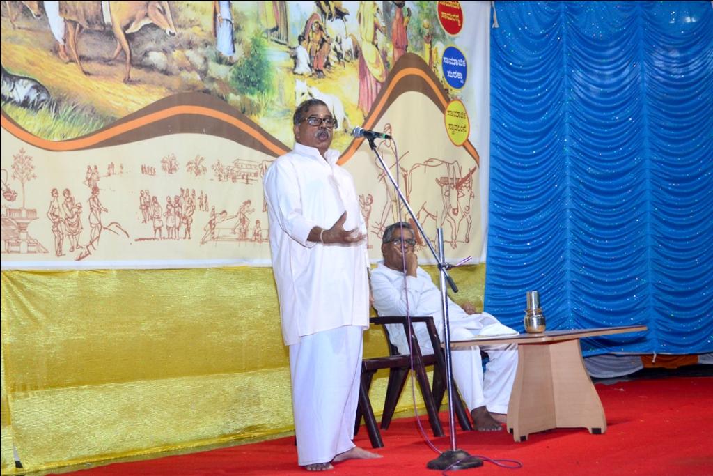 RSS Akhil Bharatiya Vyavastha Pramukh Mangesh Bhende addressing
