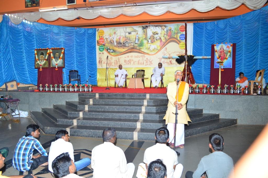Dr Dinesh, Akhil Bharatiya Samyojak of Gram Vikas Project addressing