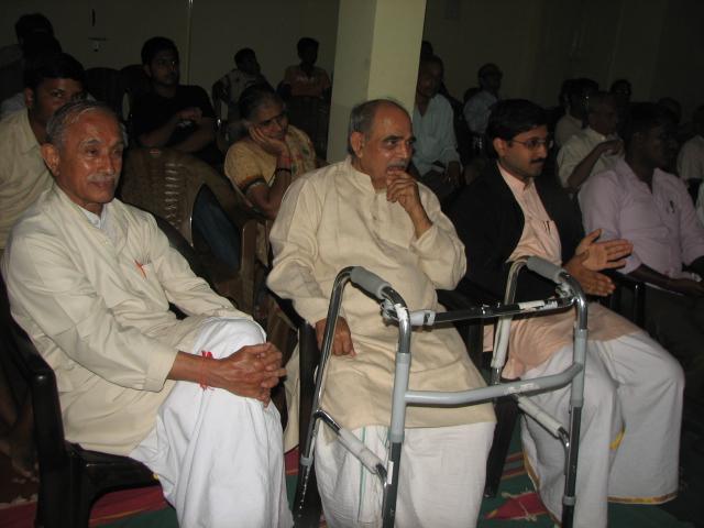 Nagabhushan Bhagwat with senior RSS Pracharak Madan Das Devi at Keshavakrupa Ganeshotsav 2013