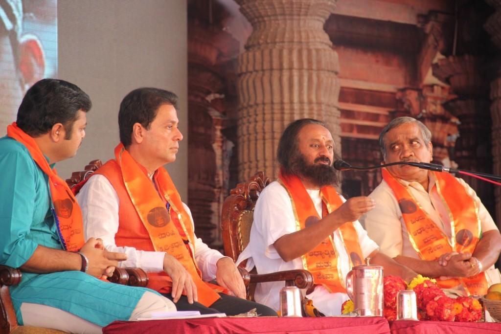 Sri Sri Ravishankar addressed the gathering at HSSF-2015