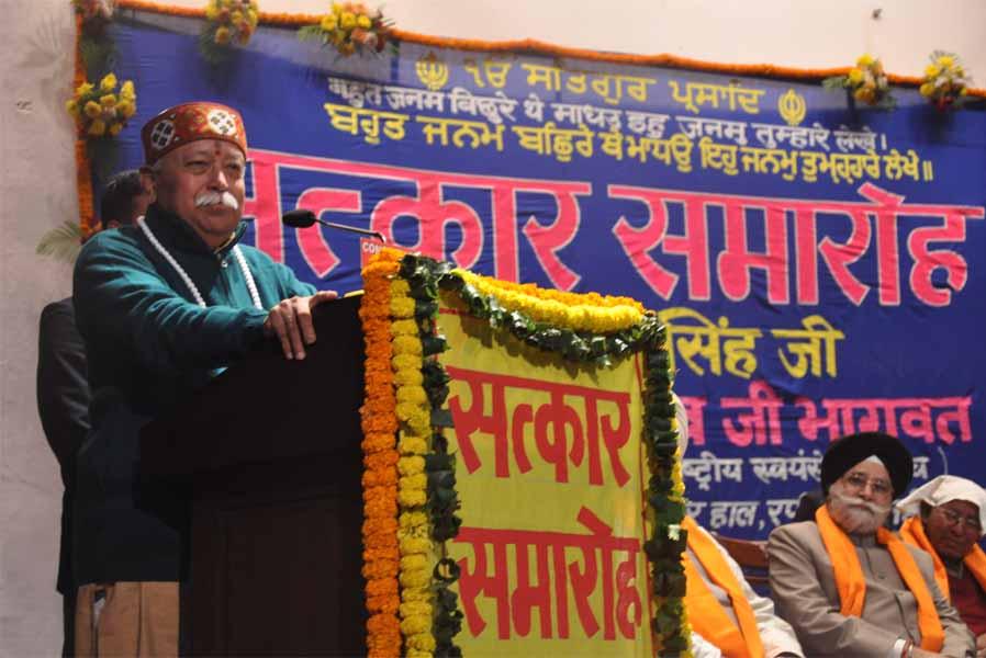 RSS Chief Bhagwat felicitates Chiranjeev Singh, Mukhya Samrakshak of Rashtriya Sikh Sanghat