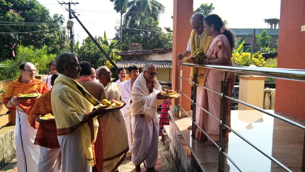 Bhikshatan at a house
