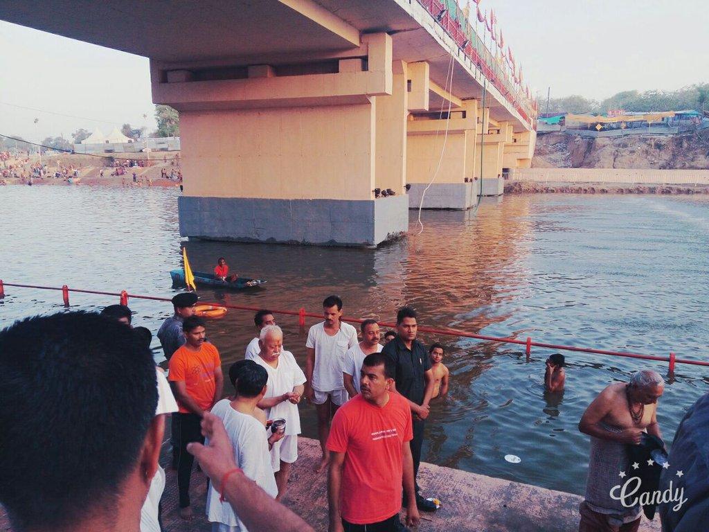 "RSS Sarasanghachalak Sri Mohan Bhagwat attended ""Theertha Snaan"" at Narasimha Ghat of Shipra River at Ujjain on the occasion of #SimhasthKumbh"