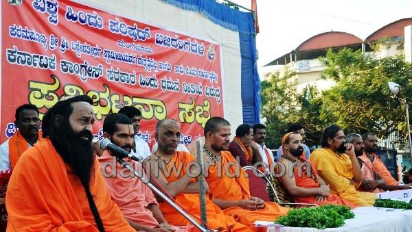 Kolya Sri Ramaananda Swamiji addressing a gathering