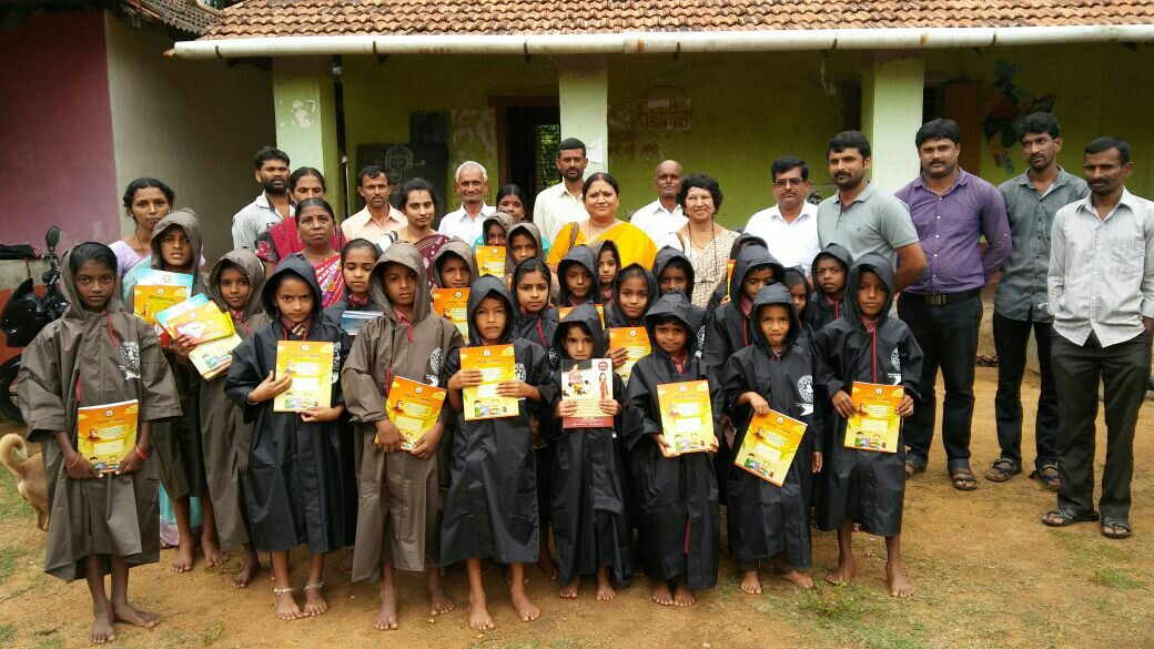 Distribution at HPS Halli Bidaragodu - Dinesh Bharathipura, Sevabharathi Managing Trustee