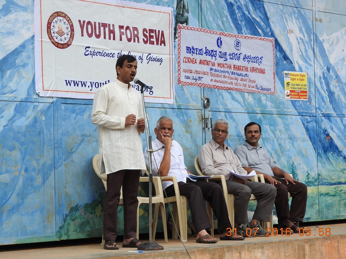 SAKSHAMA-Karnataka Coordinator Vinod Prakash addressed the gathering
