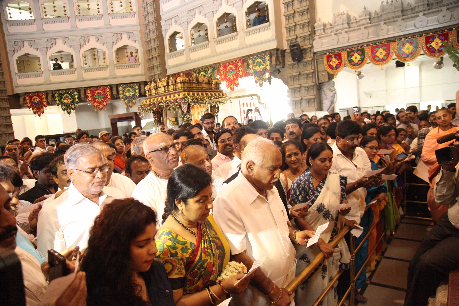 In front of ISCKON LORD SRIKRISHNA, BS Yeddyurappa and other supporters of Cornea Andhatv Mukt Bharat Campaign pledged for Eye Donation.