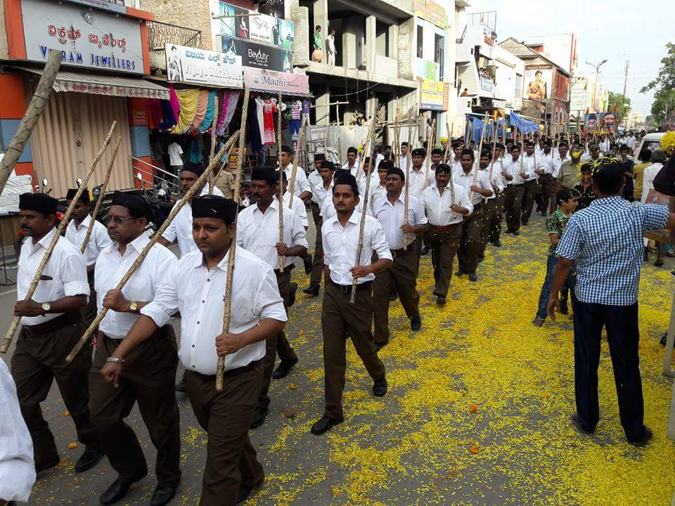 RSS Swayamsevaks marched with pride for Path Sanchalan at Bellary, Karnataka. 624 youth Swayamsevaks marched. #RSSVijayaDashmi2016