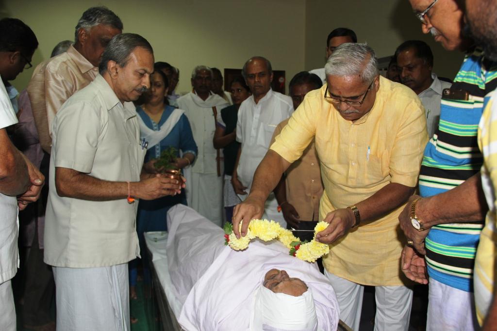 RSS Sarakaryavah Suresh Bhaiyyaji Joshi paid tributes to K Suryanarayan Rao