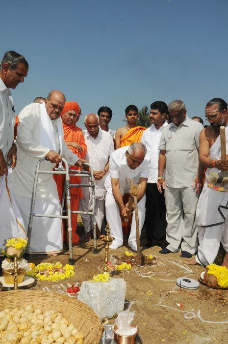 Chief minister Sri B S Yeddiyurappa performed boomi pooja for MADAVA NELE at shivamogga on 26.10.2009. Sri Surya Narayana Rao,senior National swayam sevaka sanga were present