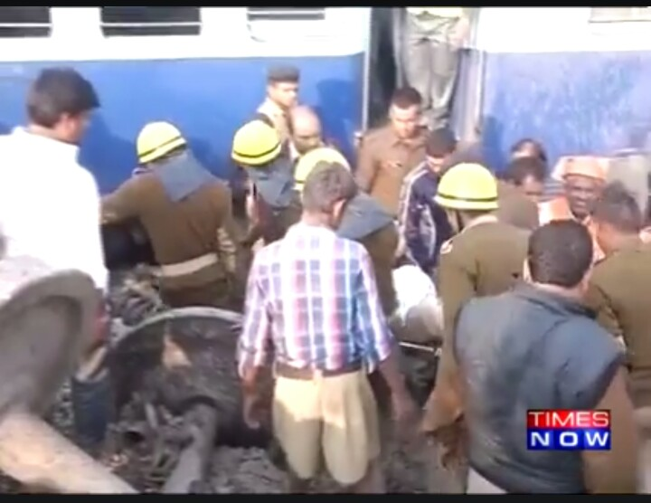 RSS Swayamsevaks joins in for rescue works during the Indore-Patna Express Train Tragedy, Pukhrayan near Kanpur