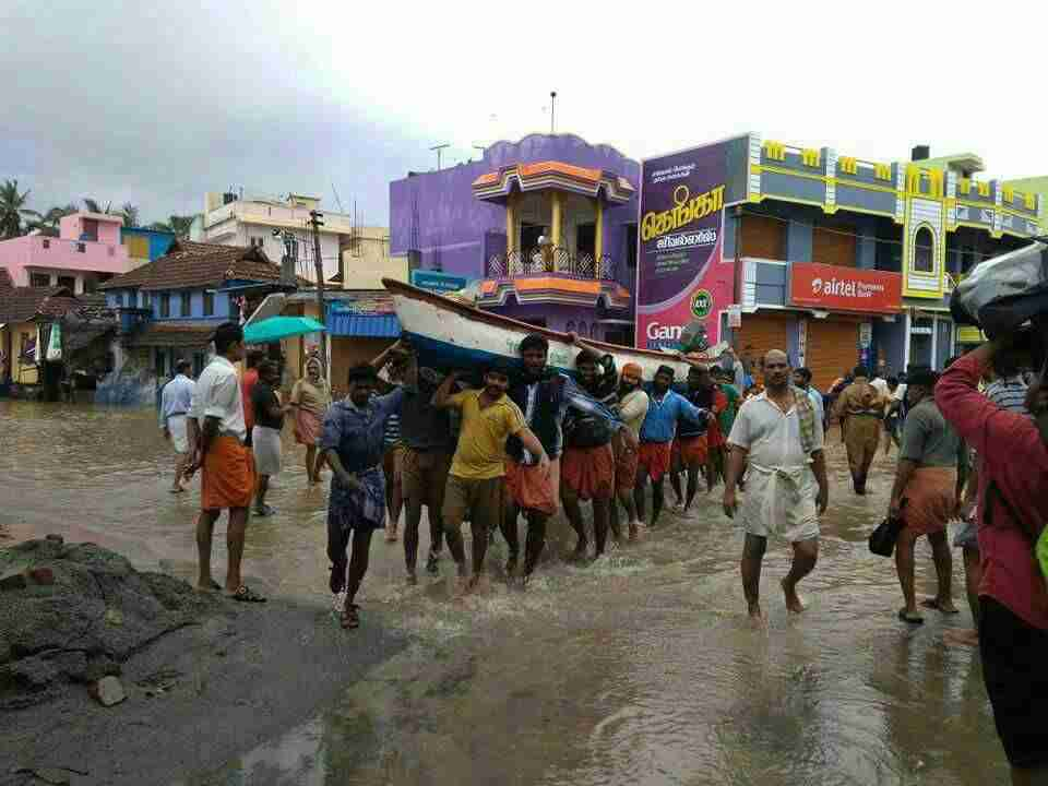 RSS swayamsevaks in relief and resuce operations during Ockhi cyclone