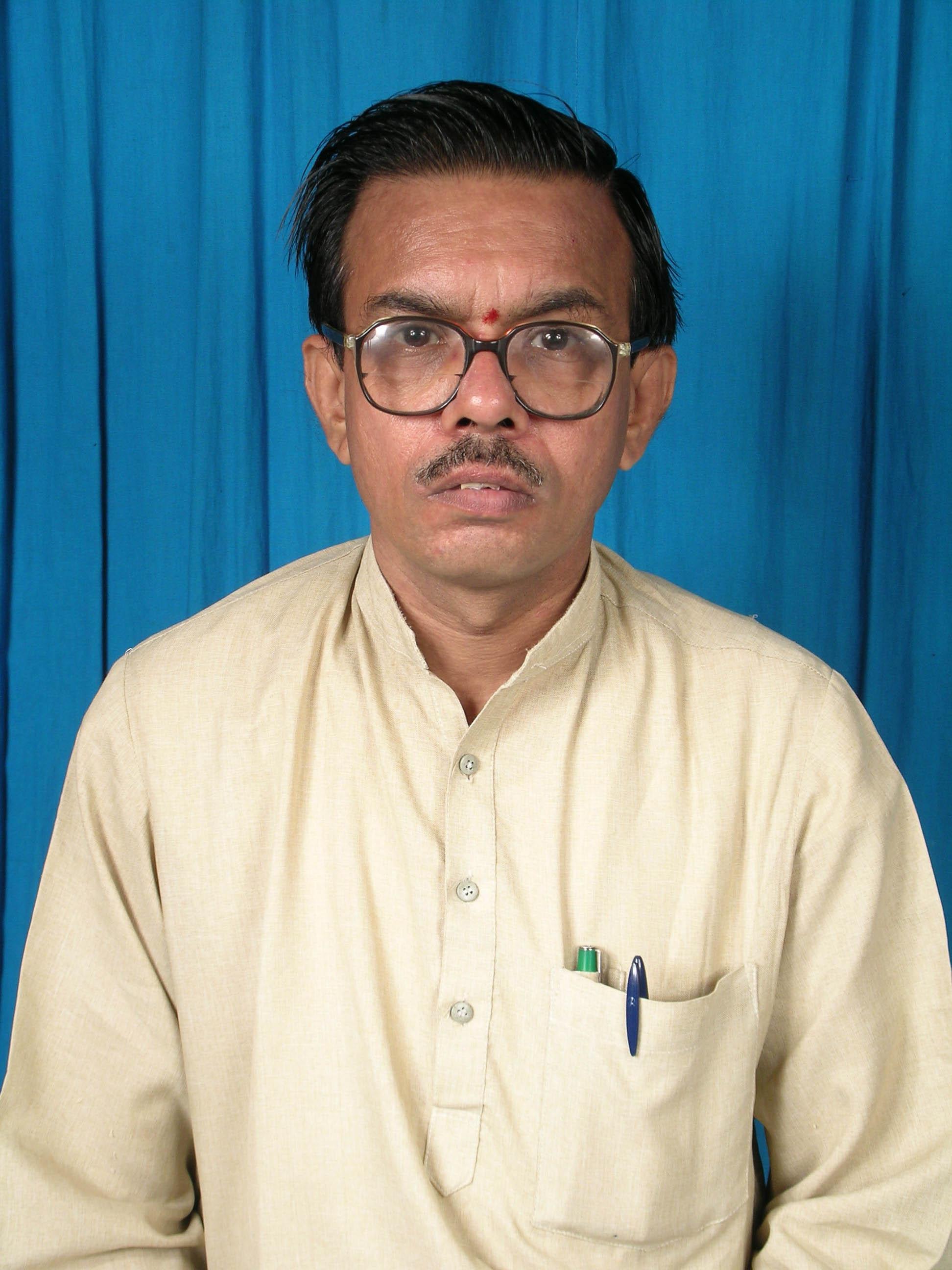 Dr. Janardana Hegde, Dr. H R Vishwas awarded by Uttar Pradesh Samskrit Samsthan
