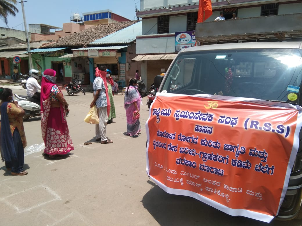 Seva Bharati and RSS volunteers involve vehicles to help farmers sell their produce.