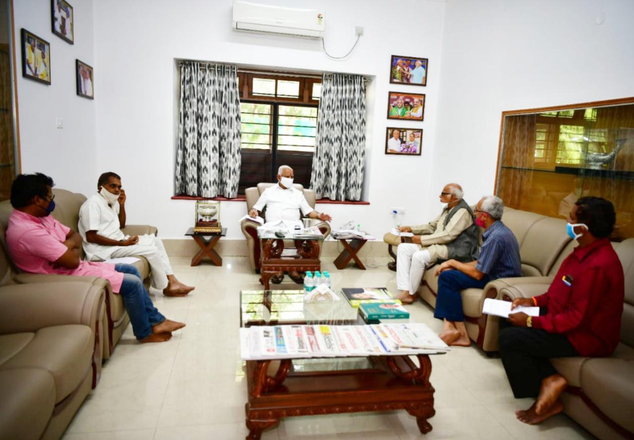 Amendment to Land reforms Act: memorandum submitted to Karnataka CM BS Yedyurapp