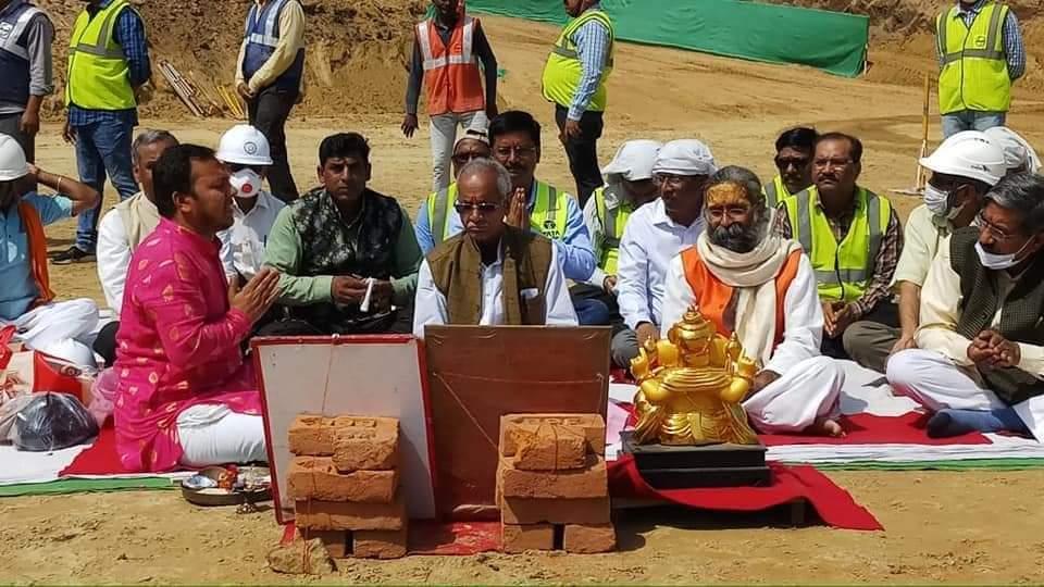 ಅಯೋಧ್ಯೆಯ ಶ್ರೀ ರಾಮಮಂದಿರದಲ್ಲಿ ಅಡಿಪಾಯ ತುಂಬಿಸುವ ಪೂಜೆ