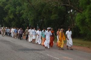 ಸೀತಾರಾಮ ಕೆದಿಲಾಯ ಆರಂಭಿಸಿರುವ ಭಾರತ ಪರಿಕ್ರಮ ಯಾತ್ರೆ ಗುರುವಾರ ಮುಂಜಾನೆ ರಾಷ್ಟ್ರೀಯ ಹೆದ್ದಾರಿ 66 ರಲ್ಲಿ ನಾವುಂದ, ನಾಗೂರು, ಖಂಬದಕೋಣೆಯ ಮೂಲಕ ಉಪ್ಪುಂದ ತಲುಪಿತು