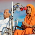 Pejavar Seer addressing, RSS Sarasanghachalak Mohan Bhagwat also seen