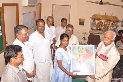Mohanji Bhagwat congratulates beggar's family for academic achievement