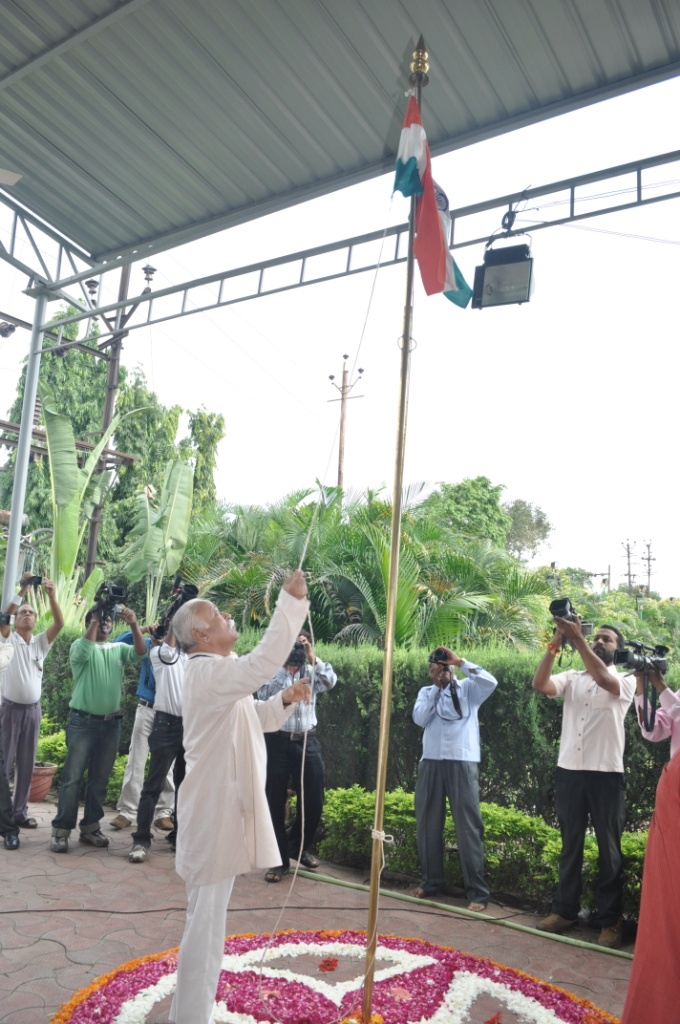 RSS Chief Mohan Bhagwat hoists national flag at Indore
