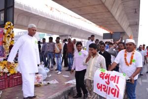 Photo 130311-5 VHP welomes Yamuna Bachao Yatra in New Delhi