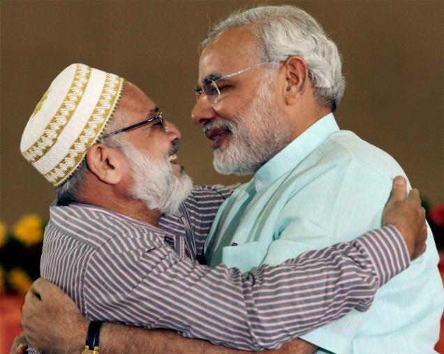 Narendra Modi ends his Sadhbhavana fast; gets nationwide support
