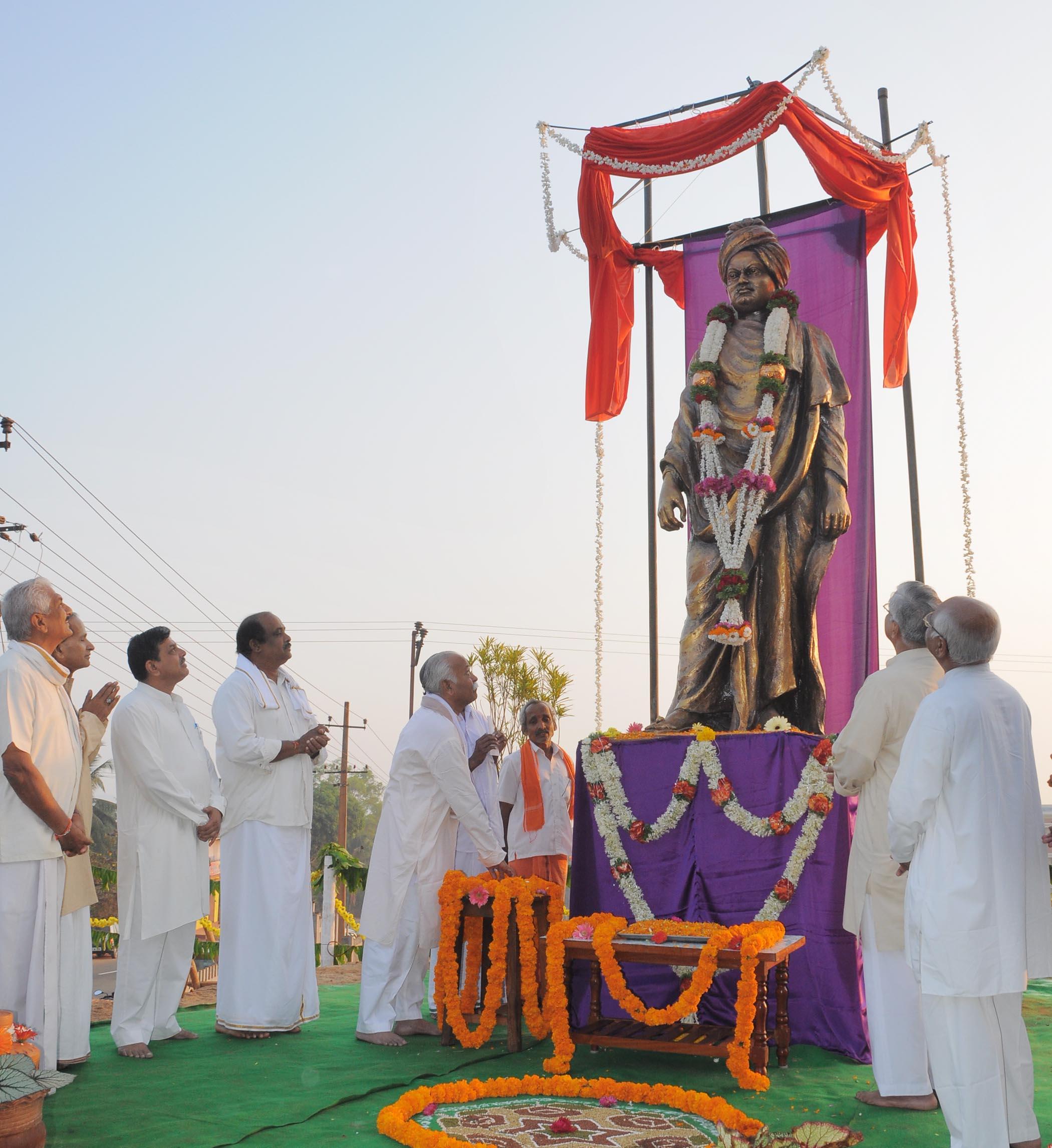 Vivekananda Statue unveiled by Mohanji Bhagwat