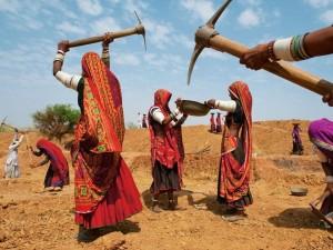 WomenDiggingIndia