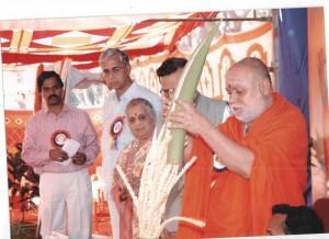 BalagaBalagangadharanatha Swamiji of Adichunchanagiri Mutt inaugurating the Silver Jubilee Celebration of Hindu Seva Pratishthan, in 2011.